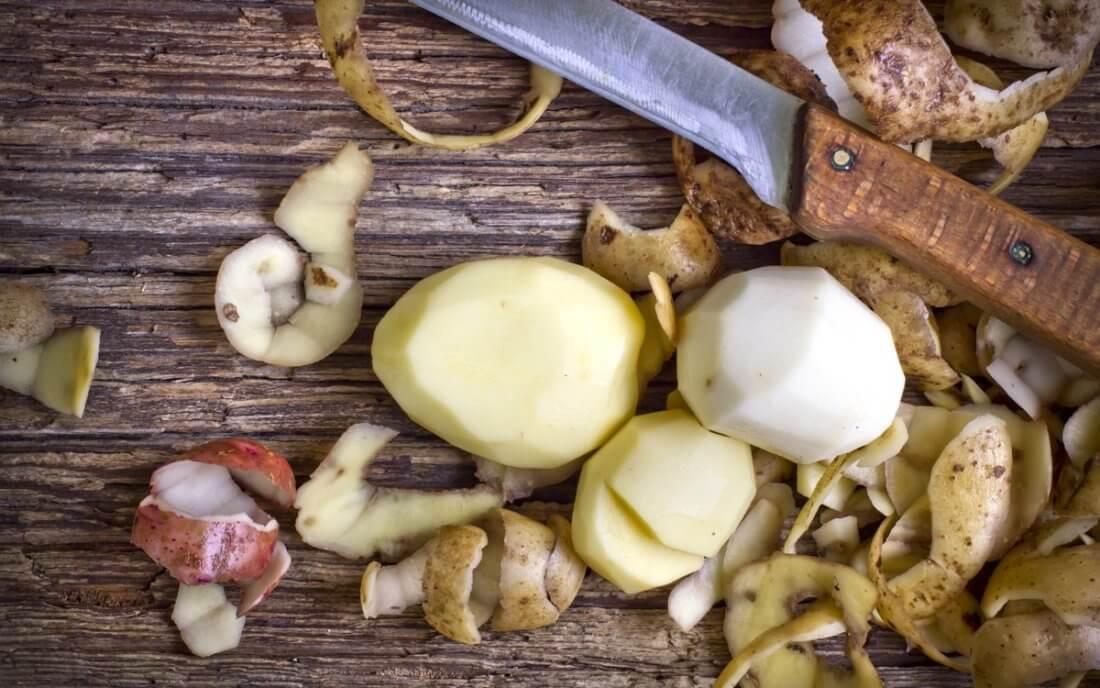 Картофельные очистки для огорода или сада применение